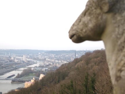 The lambs of Rouen look over the city